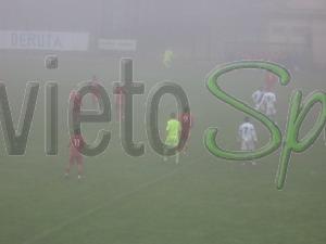 Nebbia, freddo e gol: finisce 2-2 il derby di serie D