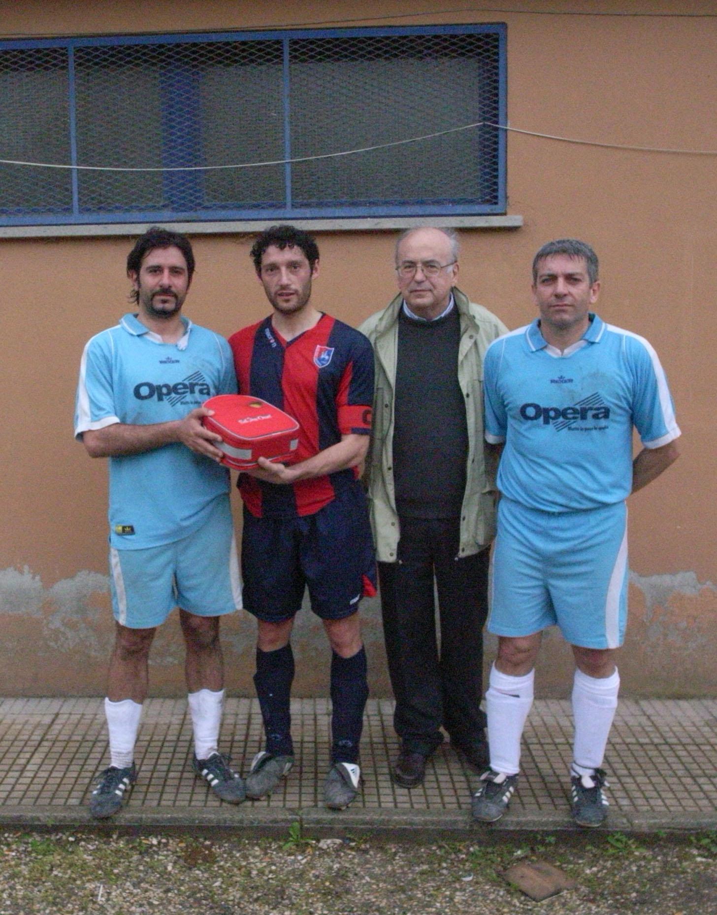 """La società di calcio dilettantistica """"G.S.D. Romeo Menti"""" di Allerona Scalo si dota di un defibrillatore"""
